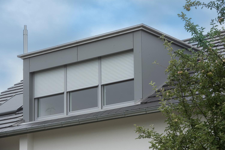 Flaschnerei - Dachgaube mit Trespaverkleidung und Regenrinne