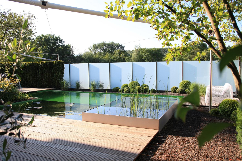 Schwimmteichauskleidung und Sichtschutz aus Glas